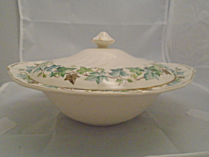 Johnson Bros Old Chelsea Covered Serving Bowl Ivy Leaves