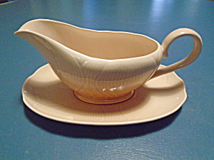 Mikasa Amaryllis Gravy Boat And Under Plate