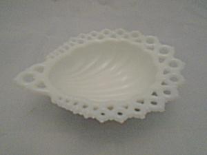 Fenton White Milk Glass Shell Dish (Image1)