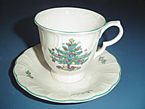 Nikko Happy Holidays Cups And Saucers
