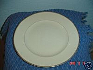 Vintage Arabia White/Gold China Dinner Plates (Image1)