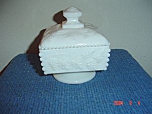 Westmoreland Footed And Covered Honey Dish