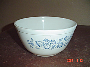 Pyrex Provincial Blue Stacking Mixing Bowl - 1.5 Qt.