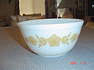 Pyrex Butterfly Gold 1.5 Quarts Stacking Mixing Bowl (Image1)