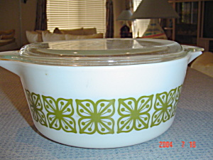 Pyrex Green Print 2.5 Quart Covered Stacking Casserole (Image1)