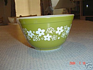 Pyrex Spring Blossom Green 2.5 Quart Stack Mixing Bowl