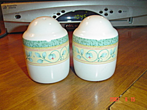 Pfaltzgraff French Quarter Salt And Pepper Shakers