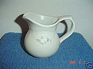 Pfaltzgraff Heirloom Creamer (Image1)