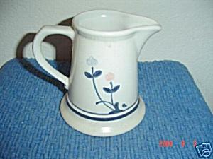 Pfaltzgraff Windsong Creamer (Image1)