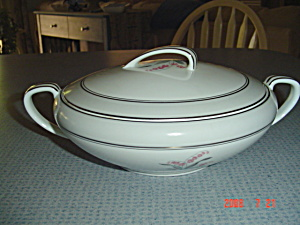 Noritake Lilybell Covered Casserole/serving Bowl