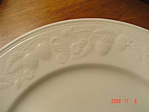 Barratts Btt39 Embossed Strawberries Lunch Plates