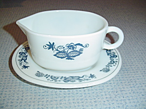 Pyrex Old Towne Blue Gravy Boat And Underplate