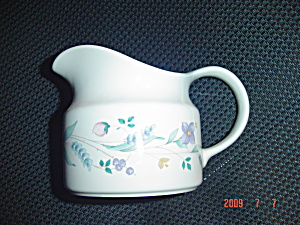 Pfaltzgraff April Gravy Boat