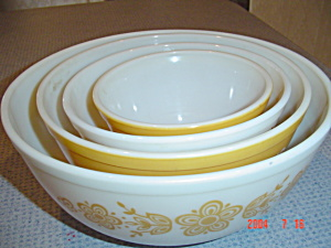 Pyrex Butterfly Gold Set Of 4 Stacking Mixing Bowls