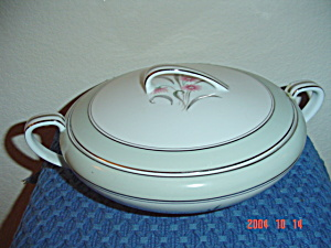Noritake 5557 Covered Serving Bowl/casserole Dish