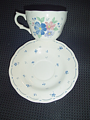Nikko Dauphine Cups And Saucers