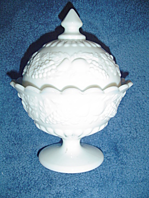 Vintage Milk Glass Westmoreland Footed And Covered Candy Dish/compote