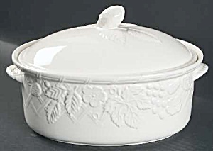 Mikasa English Countryside Covered Oval 2 Qt. Casserole