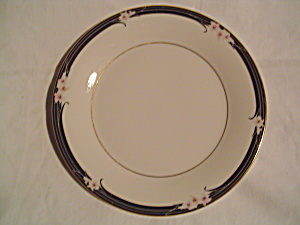 Royal Doulton Vogue Salad Plates (Image1)