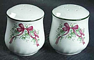 Corelle Coordinates Callaway Ivy Holiday Christmas Salt And Pepper