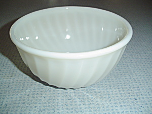 Fire King Ivory White Smooth Edge 1.5 Quart Stacking Mixing Bowl