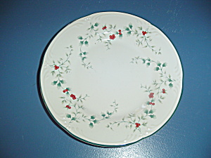 Pfaltzgraff Winterberry Dinner Plates (Image1)