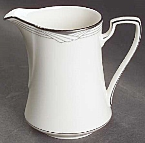 Noritake Sterling Cove Creamer - Mint