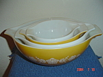 Click here to enlarge image and see more about item 8047: Pyrex Butterfly Gold Cinderella Mixing Bowl Set of 4