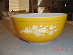 Pyrex Butterfly Gold 2.5 Quarts Stacking Mixing Bowl
