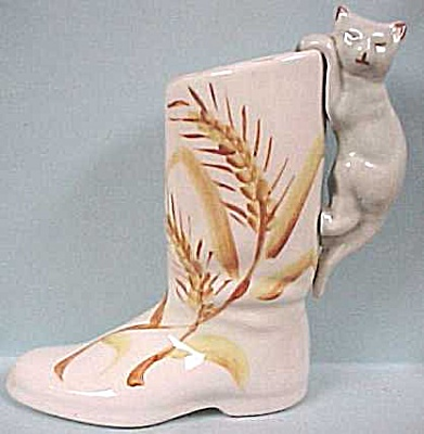 1930s/1940s Pottery Kitten on a Boot (Image1)