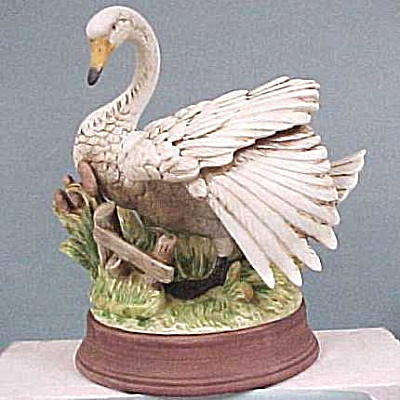 Large China Swan (Image1)