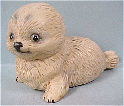 Ucagco Bone China Tan Seal Pup (Image1)