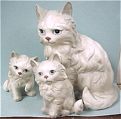 1960s Kelvin of Japan Persian Cat Trio (Image1)
