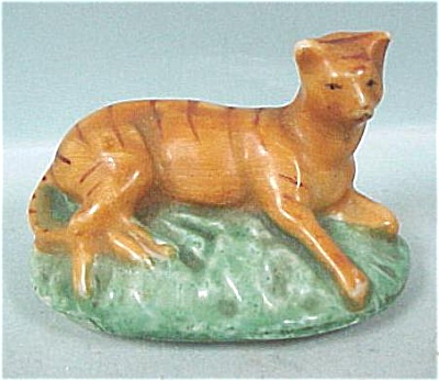 c1900 Porcelain Lying Cat Trinket Box Lid (Image1)
