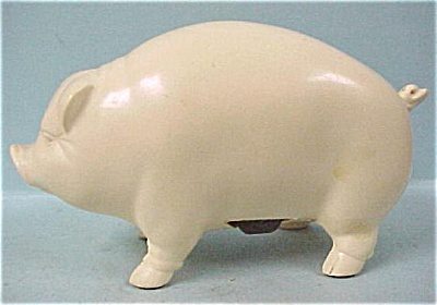 Unmarked Plastic Pig With Magnet on Belly (Image1)