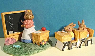 Resin Classroom Bunny Rabbit Set (Image1)