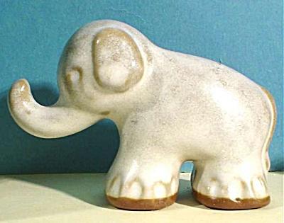 Venezuela Pottery Redware Elephant (Image1)