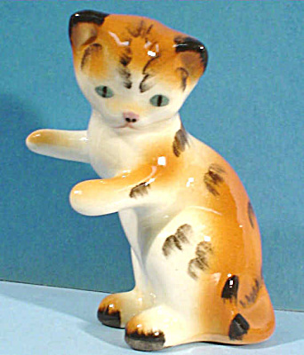 Robert Simmons of California Pottery Playing Kitten (Image1)