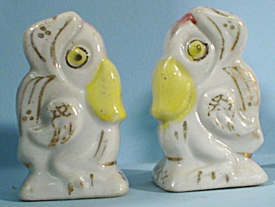 Miniature Birds Wearing Scarves S/P Shakers (Image1)