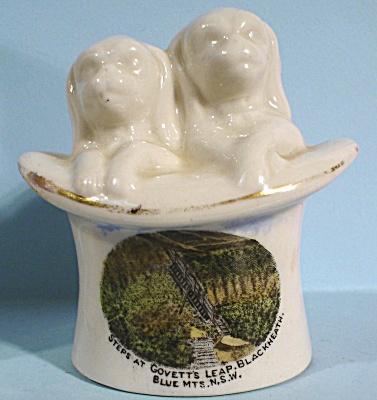 Florentine China England Dog Pair in Hat (Image1)