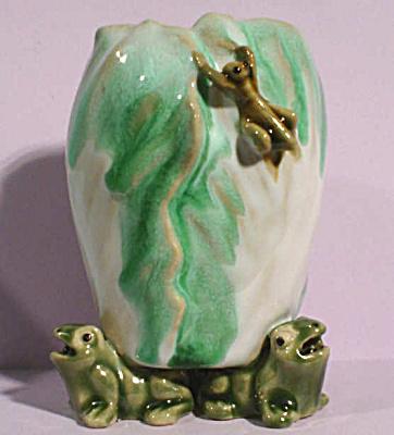 Frog and Grasshopper Decorated Vase (Image1)