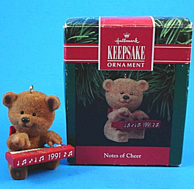 Hallmark 1991 Notes of Cheer Teddy Bear Ornament (Image1)