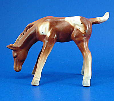 Arnart Japan Ceramic Pinto Grazing Foal Shaker (Image1)