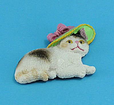 Resin Refrigerator Magnet Calico Cat Wearing a Hat (Image1)