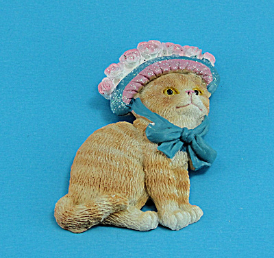 Resin Refrigerator Magnet Cat Wearing a Hat (Image1)