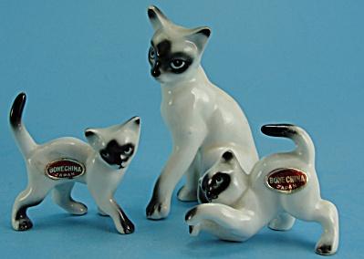 Miniature Bone China Siamese Cat and Kittens (Image1)