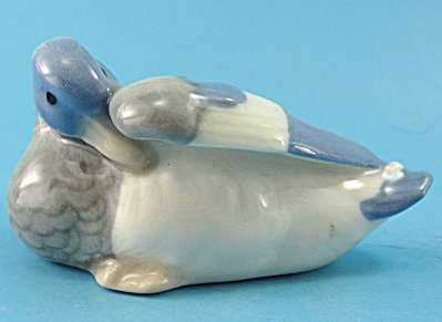 Goebel Miniature Grooming Duck (Image1)