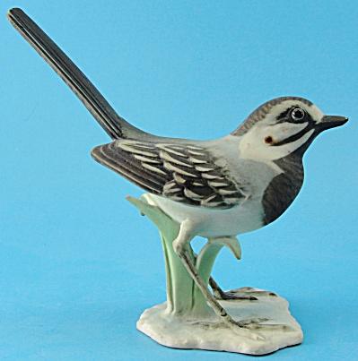 Kaiser Porcelain Bird Figurine (Image1)