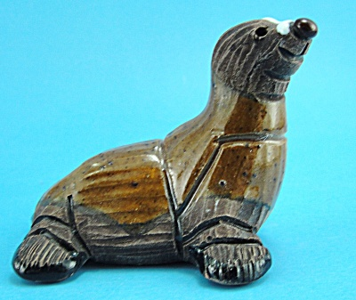 Casels Pottery Seal Figure (Image1)