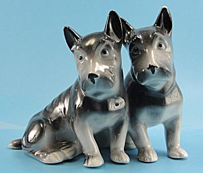 1940s German Porcelain Scottish Terrier Pair Figurine (Image1)